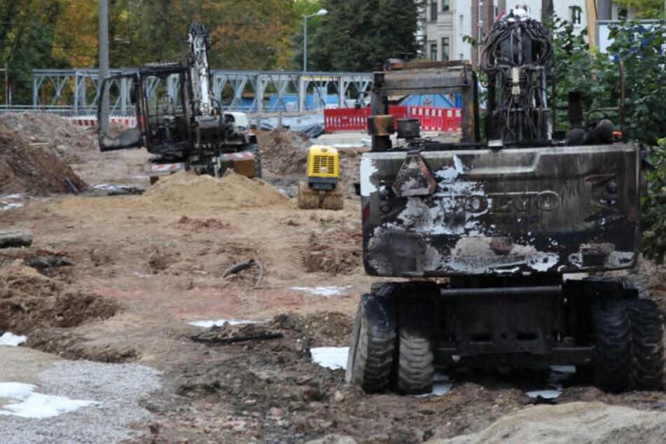 Bagger auf Brückenbaustelle in Flammen gesetzt, Bekennerschreiben auf Indymedia