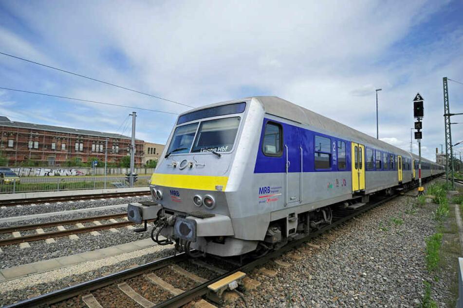 Der Zug der Mitteldeutschen Regiobahn (MRB) wurde extra zur Fahrkartenkontrolle in Leipzig-Liebertwolkwitz gestoppt.