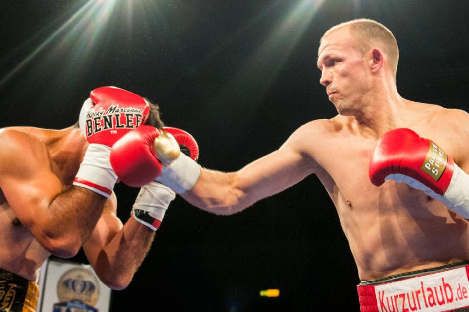 Im vergangenen Dezember besiegte Jürgen Brähmer (rechts) in Hamburg den Argentinier Pablo Nievas.