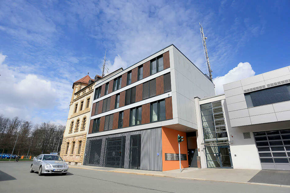 Die neue Rettungsleitstelle an der Schadestraße in Chemnitz ist seit einer Woche in Betrieb. Sie kostete 17,8 Millionen Euro.