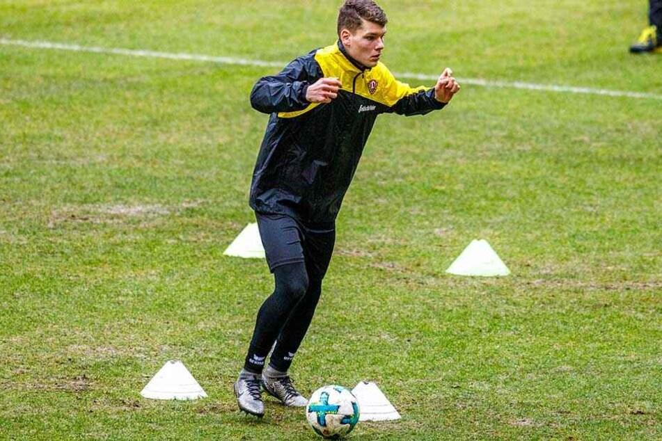 Kevin Ehlers (l.) soll für Dynamos Innenverteidigung aufgebaut werden.