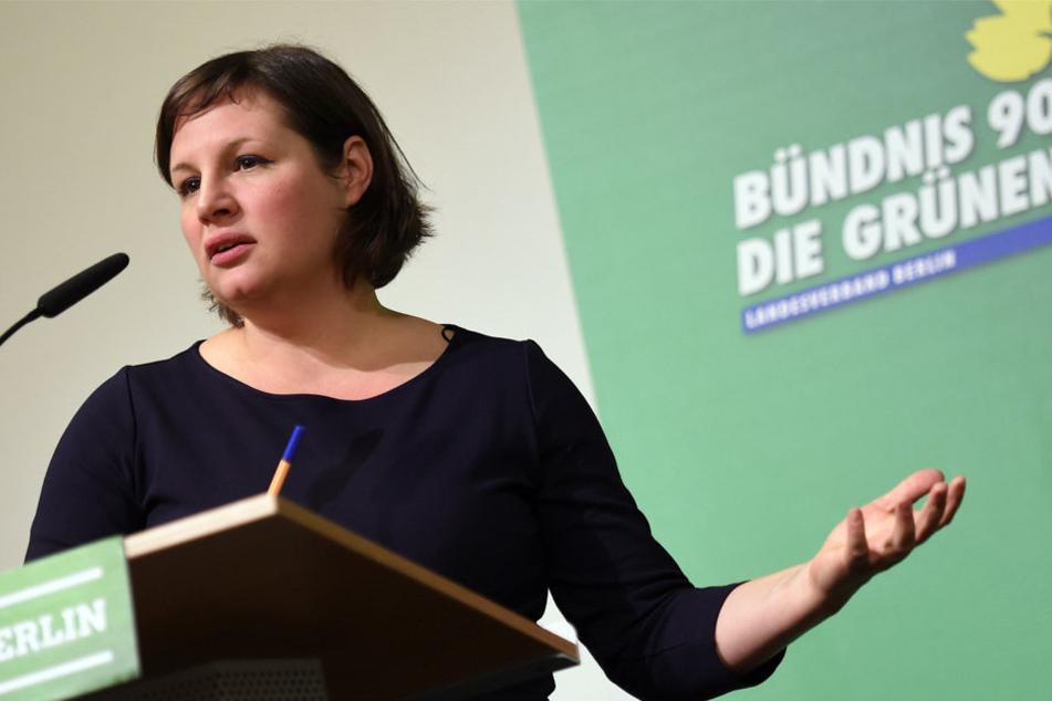 """""""Tegel wird in seiner bisherigen Form nicht weiter bestehen bleiben,"""" so die Grünen-Fraktionschefin Antje Kapek (40)."""