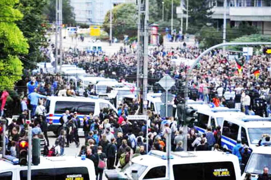 Der 34-Jährige hatte bei einer Demonstration in der Chemnitzer City mehrfach den Hitlergruß gezeigt.