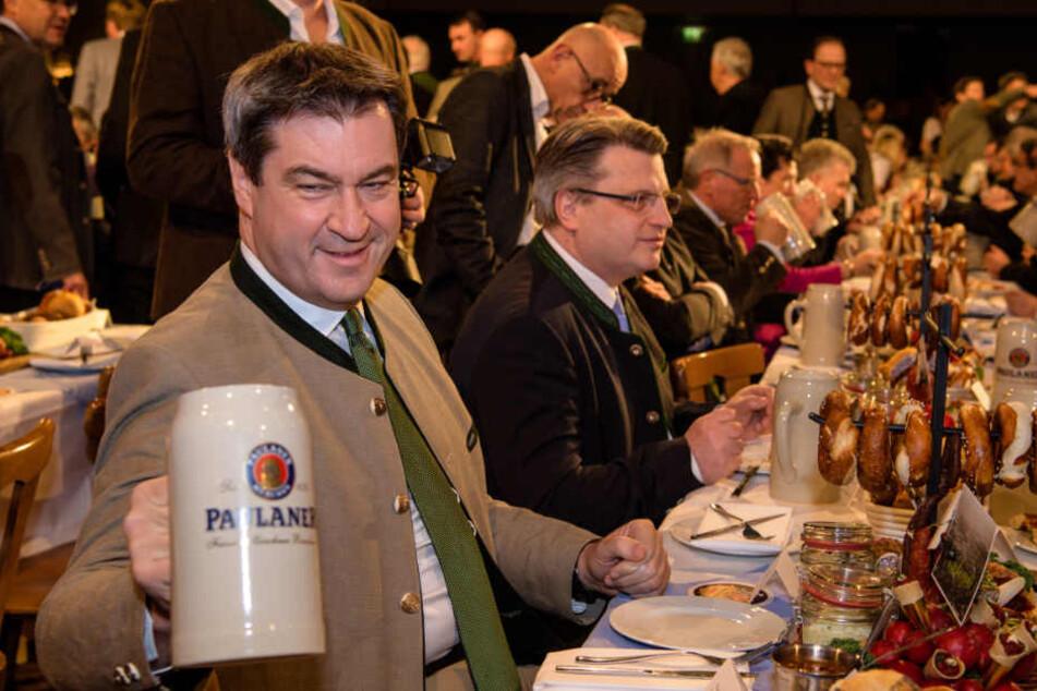 Beim traditionellen Politiker Derblecken auf dem Nockherberg kriegen Politiker ihr Fett weg. (Archiv)