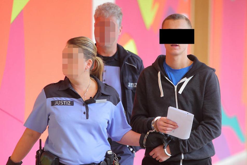 Robert M. (19) versuchte noch abzuhauen - am Ende aber wurde auch er geschnappt.