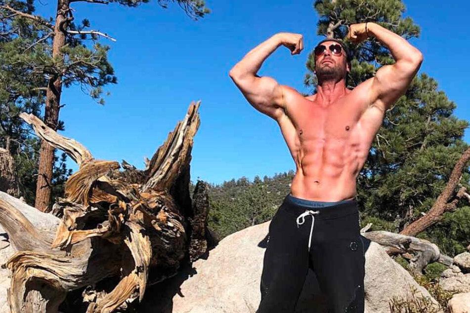 Dieser Instagram-Screenshot zeigt Bastian Yotta in triumphierender Pose.