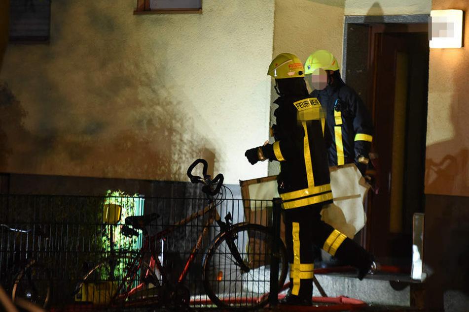 Ein 22-Jähriger hat die Wohnung seiner Ex-Freundin (30) aufgebrochen und in Brand gesteckt. (Symbolbild)