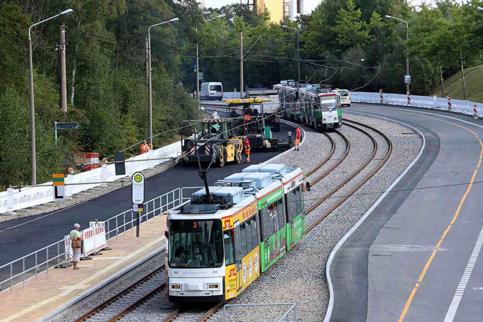Während um die Tram-Linienführung am Bahnhof noch gestritten wird, stehen die Gleisarbeiten in Eckersbach kurz vor dem Ende.