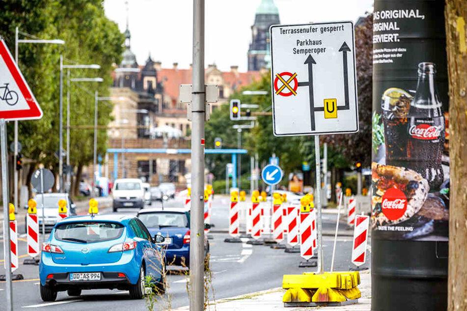 Baken, Schilder und Umleitungen kündigen es an: Die Stadt wird lahmgelegt.