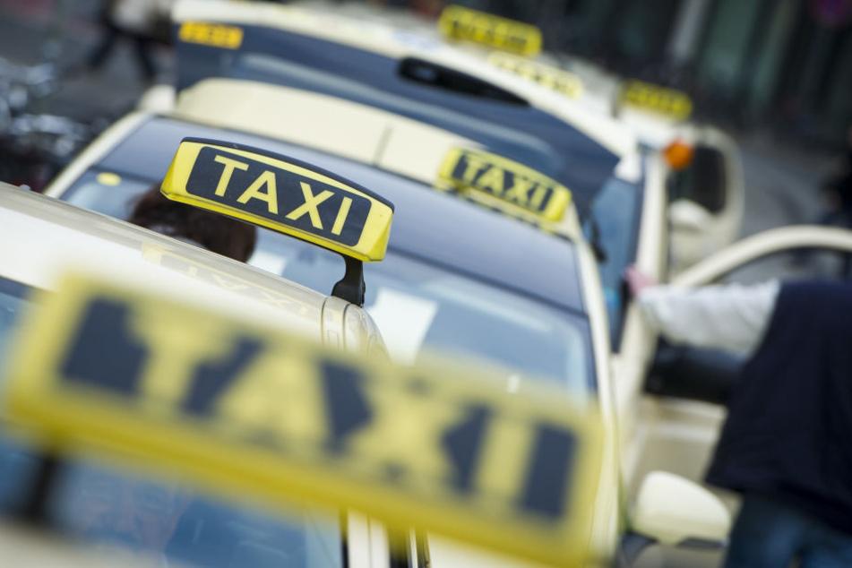 Die Genossenschaft Taxi Deutschland sieht Gutschein-Angebote für Taxi-Fahrten kritisch.