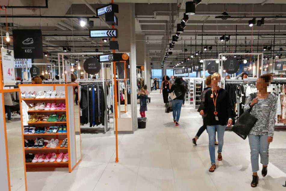 In der Burgstraße 9 in der Leipziger Innenstadt können Shopping-Freunde nach Herzenslust bummeln und Schnäppchen-schlagen.