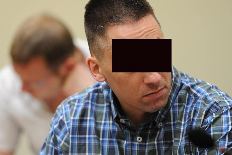 Die Angeklagten Holger G. (hinten) und Ralf Wohlleben sitzen im Gerichtssaal im Oberlandesgericht in München (Bayern).