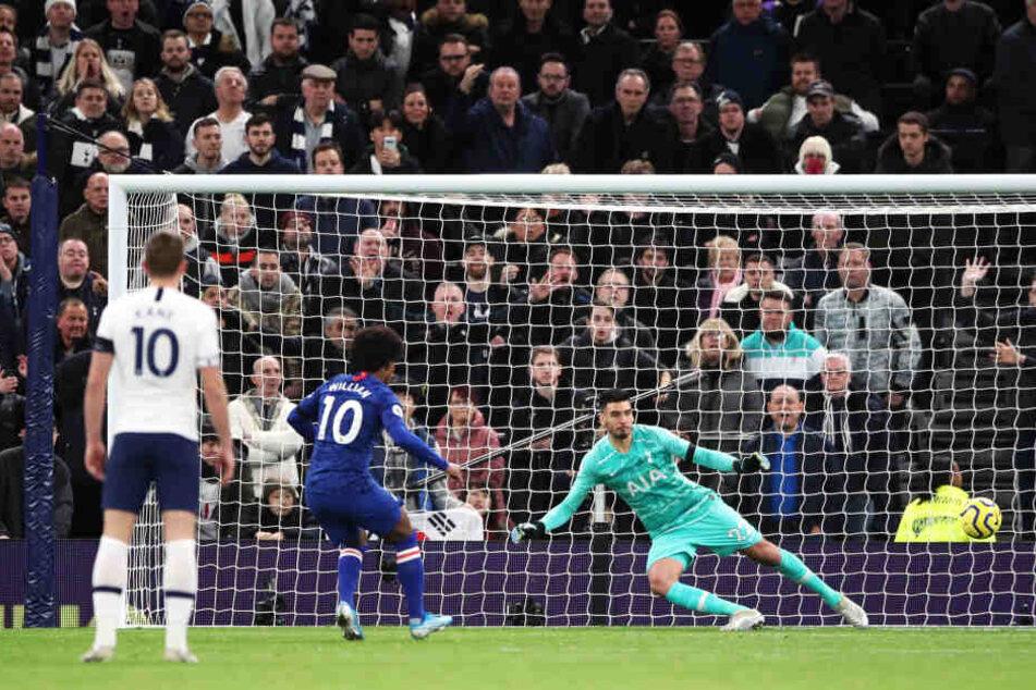 Chelsea gewann das Stadtderby bei Tottenham durch einen Doppelpack von Willian (#10) mit 2:0.