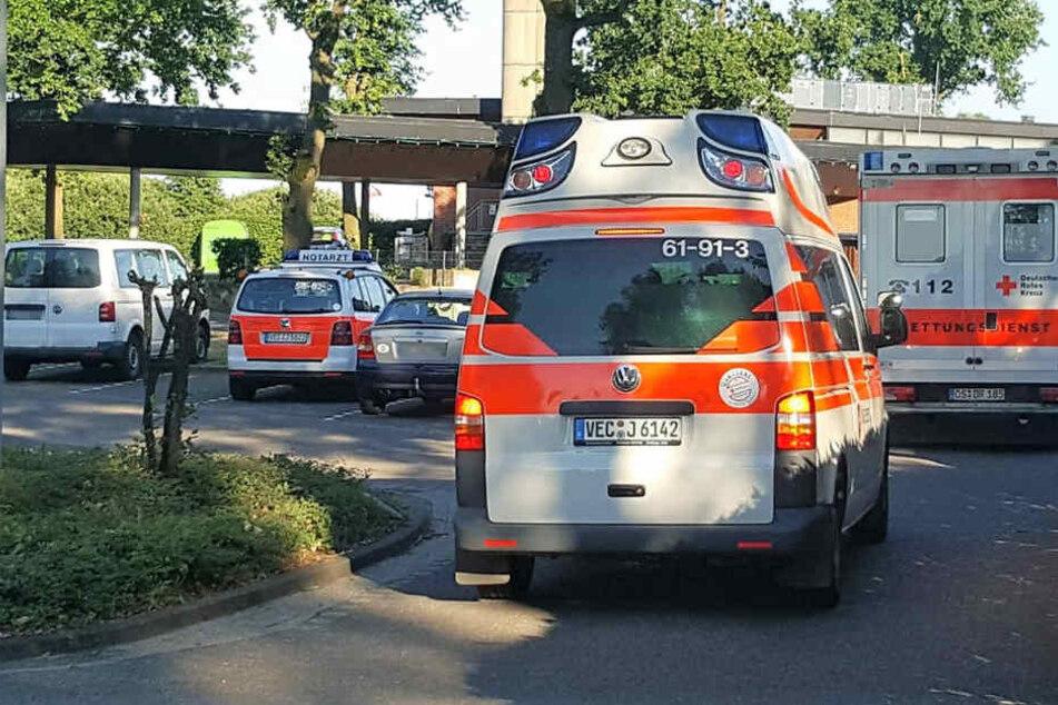 Mit mehreren Rettungswagen mussten die Kinder in Krankenhäuser gefahren werden.