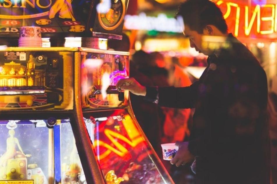 Egal, ob Europa oder Asien: Poker und Slotmaschinen sind überall beliebt.