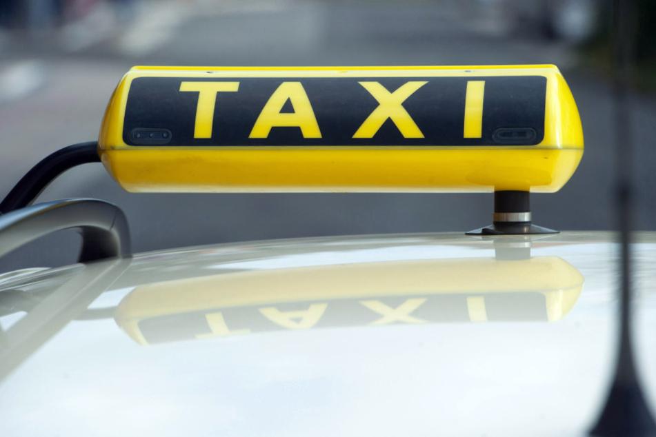Ein junger Mann raubte einen Taxifahrer aus.