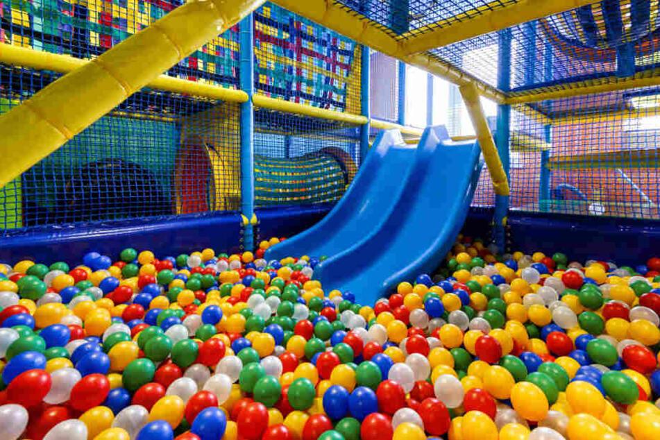 Sieht harmlos aus, kann aber zum Himmelfahrtskommando werden: Indoor-Spielplatz mit Bällebad.