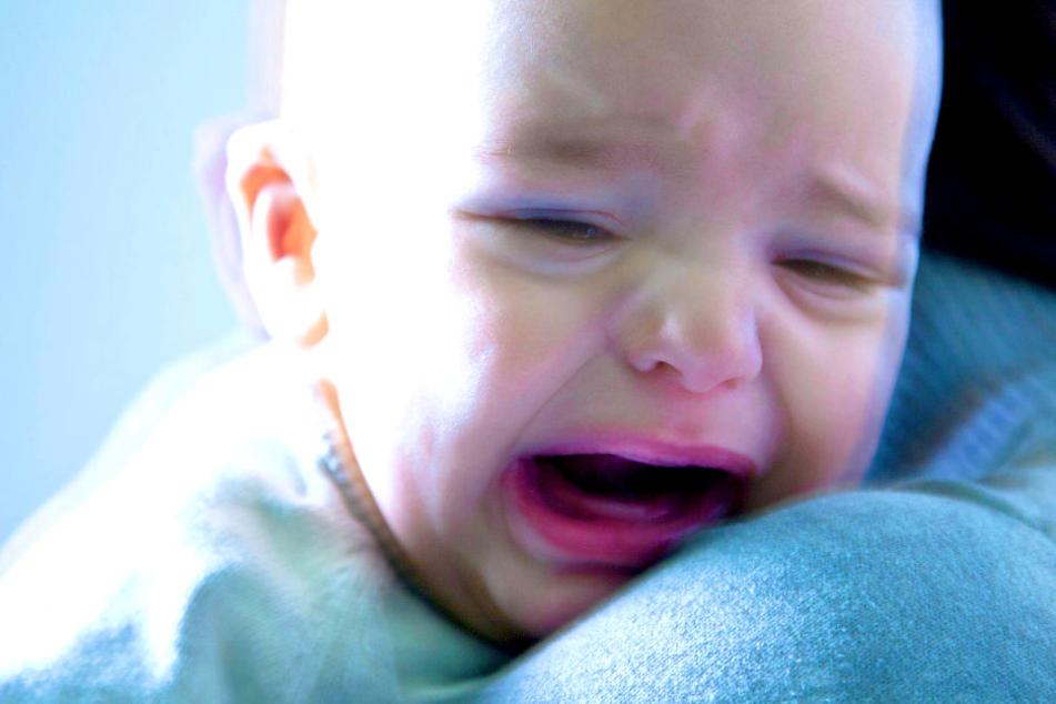 Baby mit Hirnblutungen im Krankenhaus, weil Vater es geschüttelt hat?