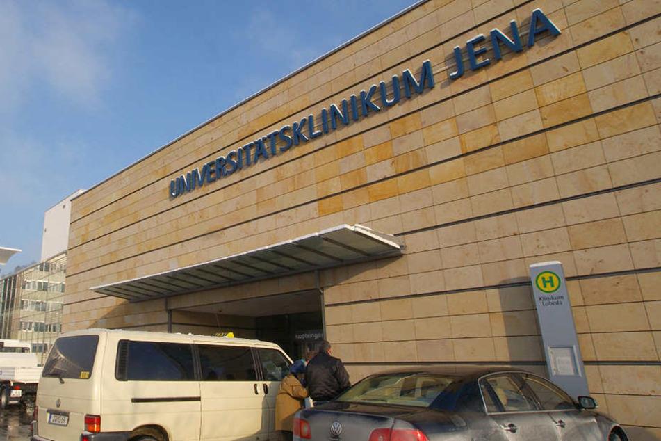 Gegen das Uniklinikum Jena gab es eine Bombendrohung. Nun hat die Polizei einen Hinweis auf den Täter (Archivbild)