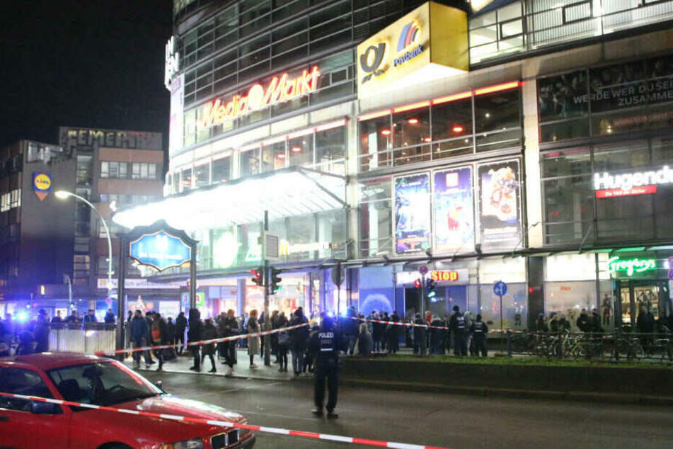 Berlin: Arcaden wegen Sprengstoff-Alarm geräumt: Bankräuber flüchtet ohne Beute
