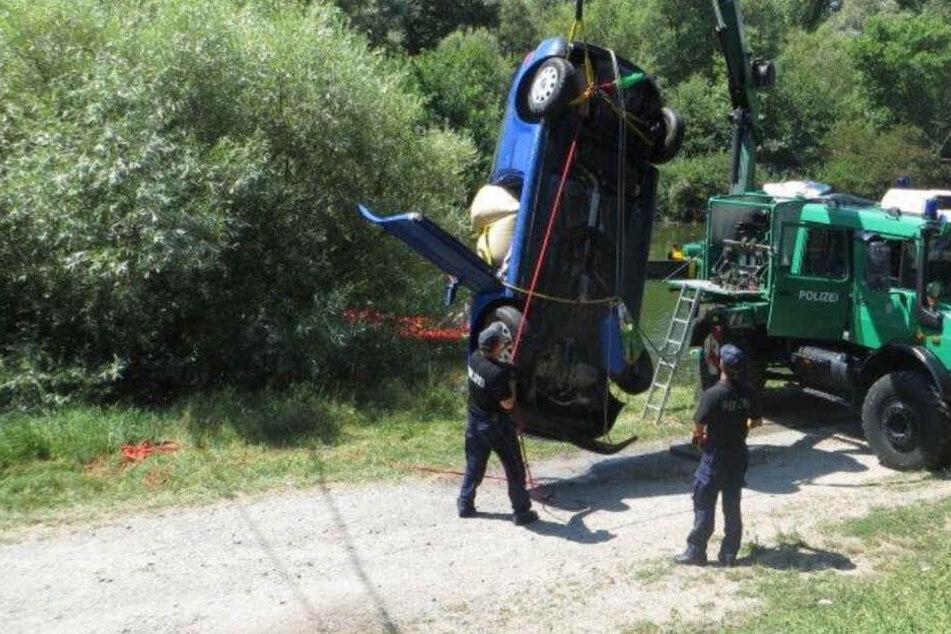 Tragisch! Mann versinkt mit Auto im Fluss: Tot