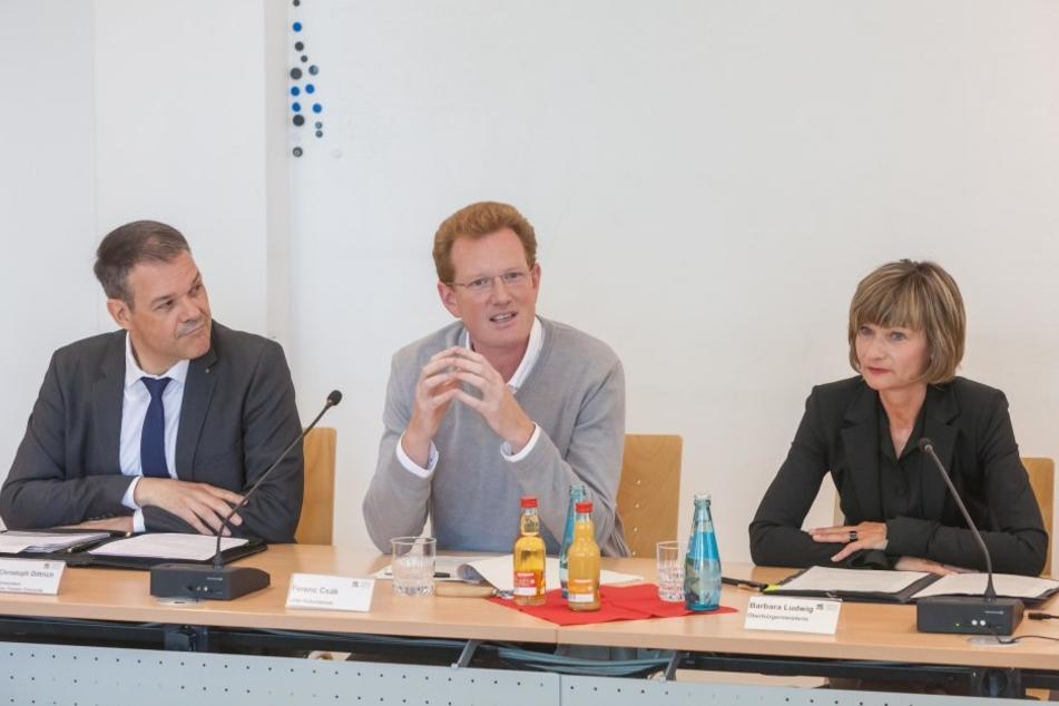 Generalintendant Christoph Dittrich (50, v.l.), Kulturbetriebsleiter Ferenc Csak (42) und Oberbürgermeisterin Barbara Ludwig (54) stellten am Dienstag die Bewerbungspläne vor.