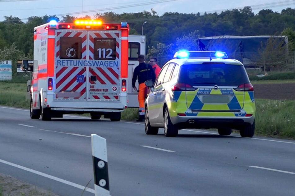 Das Opfer wurde 13 Meter weit in ein Feld geschleudert. (Symbolfoto)