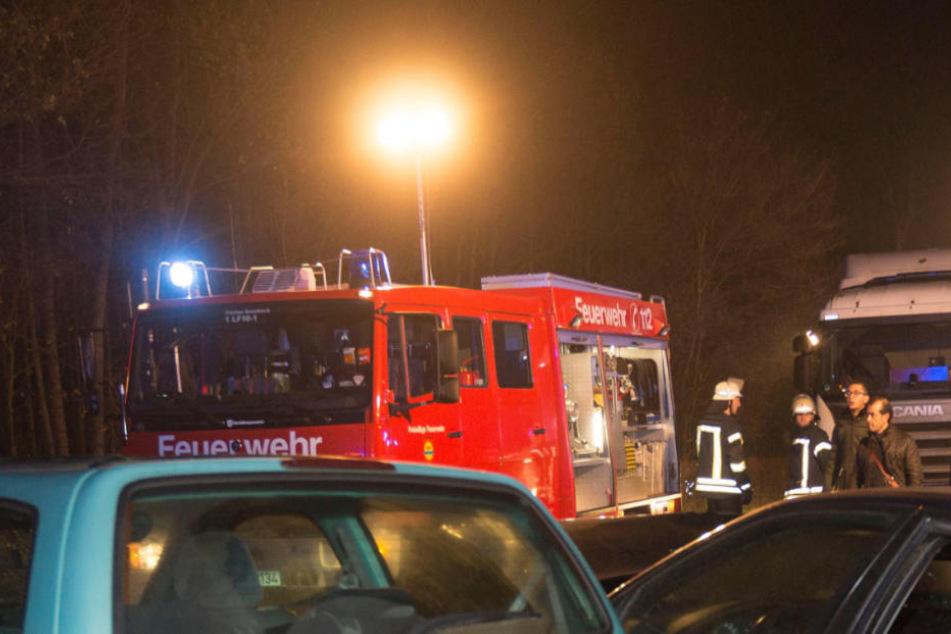 Schock! Trümmerteil kracht bei Unfall gegen Polizisten