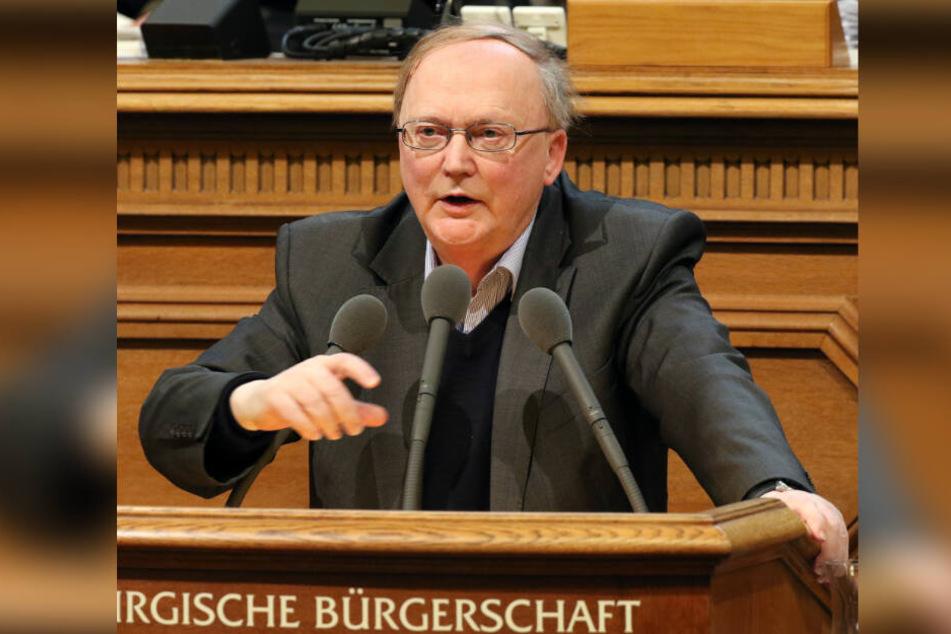 Kurt Duwe (FDP) spricht im Rathaus in Hamburg bei einer Aktuellen Stunde während einer Sitzung der Hamburgischen Bürgerschaft.