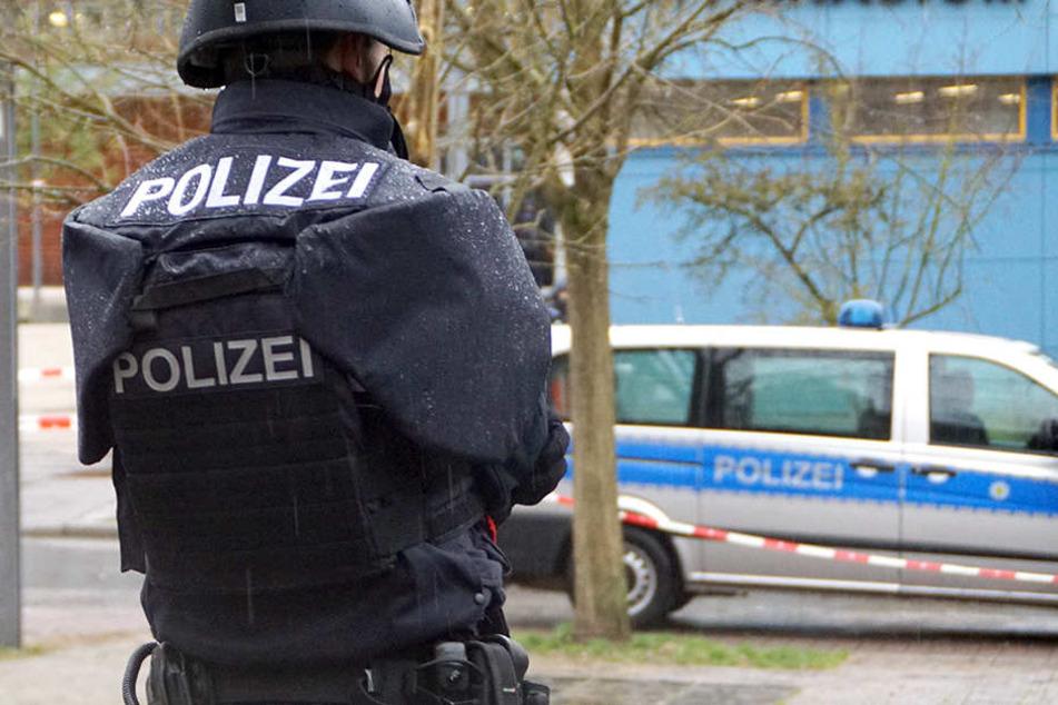 An einer Schule sorgte ein Mann für einen Polizei-Einsatz.