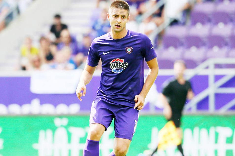 Ball am Fuß, Blick nach vorn gerichtet: Aues Dimitrij Nazarov will an die Vorbereitung anknüpfen und Sonntag Vollgas geben.