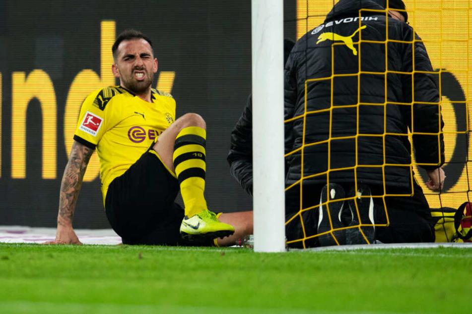 Nicht schon wieder! Der gerade erst wieder genesene BVB-Stürmer Paco Alcacer musste kurz vor der Halbzeit verletzt ausgewechselt werden.