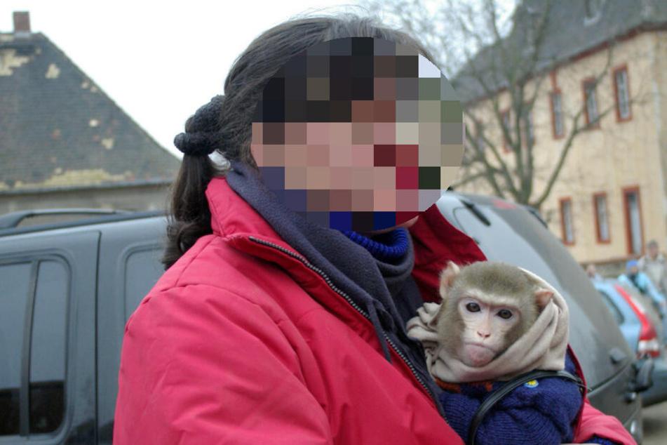 Leipzig: Tierschutz-Razzia! Polizei holt Affen und andere Exoten aus Reiterhof