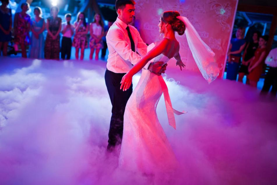 Für die Show werden tanzfreudige Hochzeitspaare gesucht.