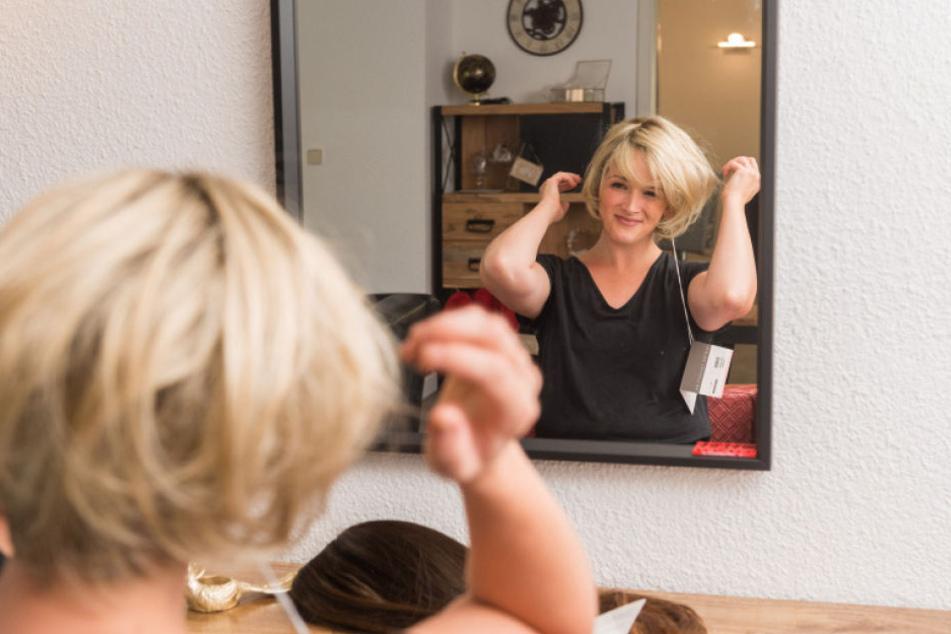 Die 34-jährige Dresdnerin ist bereits zwei Mal an Brustkrebs erkrankt. Sie weiß, worauf es bei dem perfekten Haarersatz ankommt.