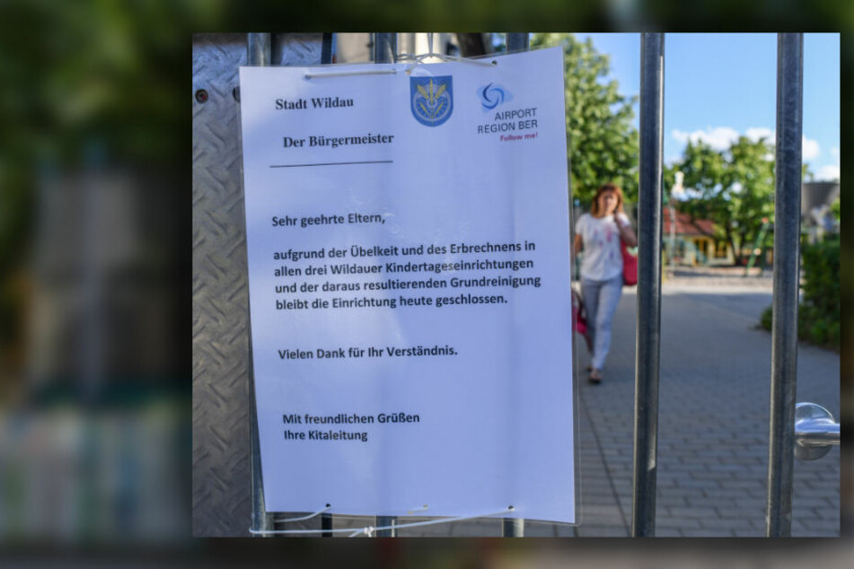 Ein Zettel mit einem Hinweis, dass alle drei Wildauer Kindertageseinrichtungen aufgrund von Übelkeit und Erbrechen heute geschlossen bleiben, hängt an einem Tor der Kita Wirbelwind.