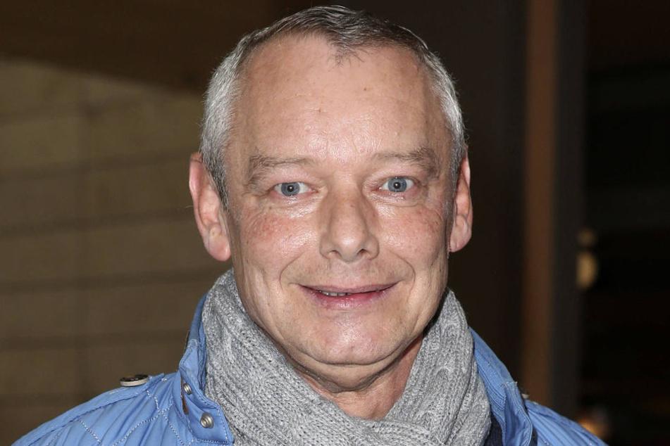 Der sympathische Imbiss-Tester Harry Schulz (56) soll im künstlichen Koma liegen.