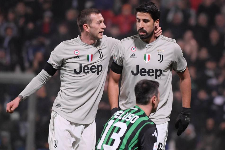 Sami Khedira hatte letzte Saison nicht allzu viel zu feiern. Hier nach seinem Treffer gegen Sassuolo Calcio mit Teamkollege Federico Bernardeschi.