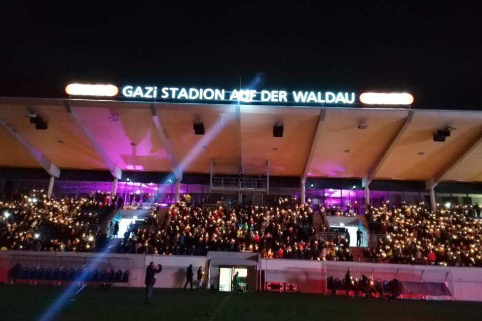 Die Stimmung im Gazi-Stadion auf der Waldau war festlich.