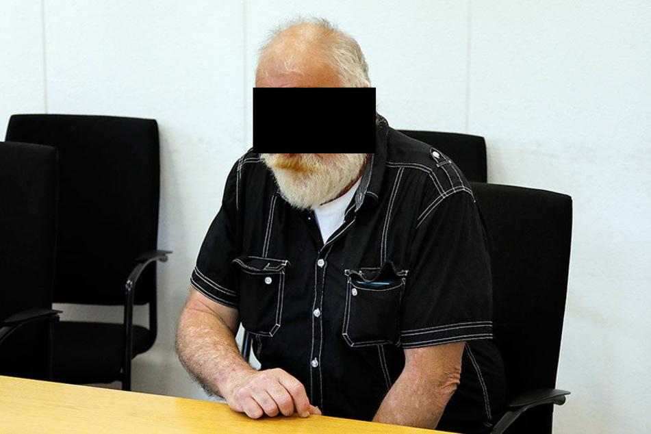 Der 60-Jährige soll sich zwischen Januar 2013 und Dezember 2014 an einer heute 14 Jahre alten Schülerin mehrfach vergangen haben.