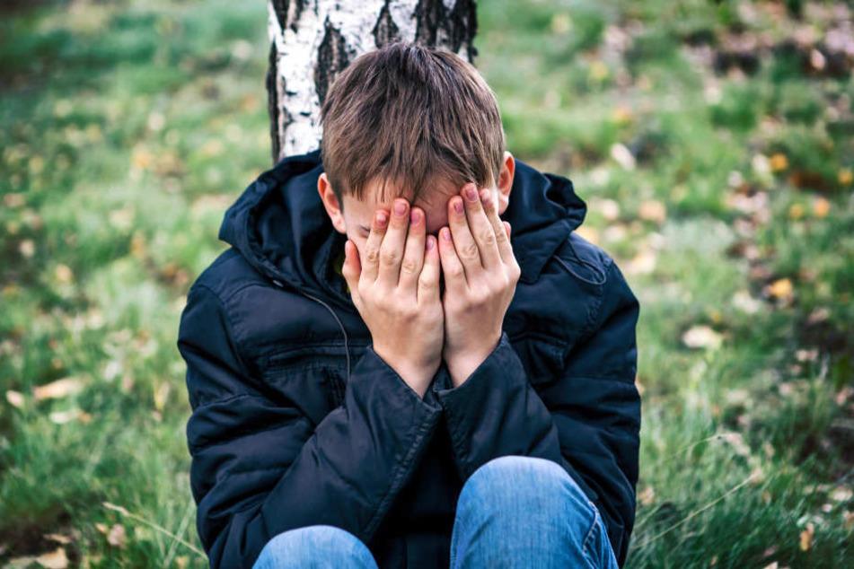 Ein 13-Jähriger wurde auf dem Schulweg geschlagen und ausgeraubt (Symbolbild).