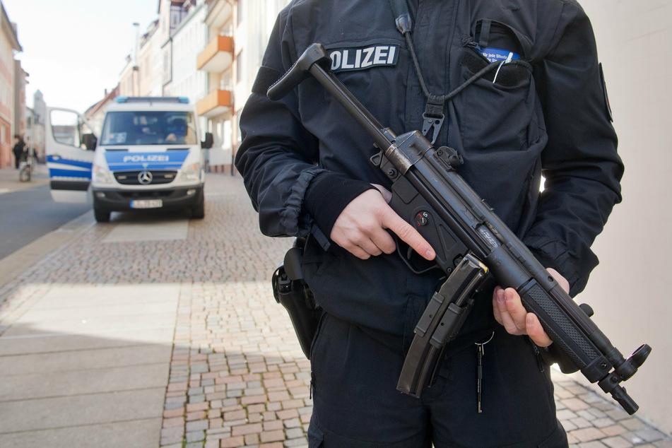 Bei einem Einsatz war die Maschinenpistole an einer Tankstelle in Grünau vergessen worden. (Symbolbild)