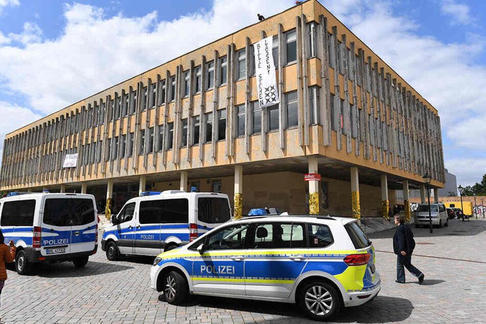 Protest gegen Abriss der Fachhochschule in Potsdam
