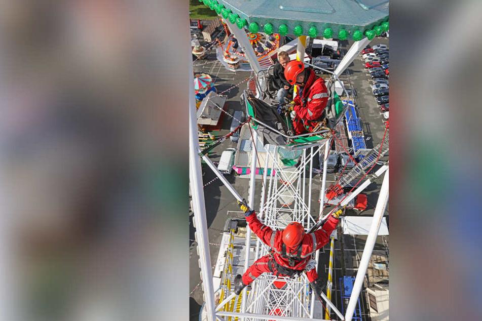 In 30 Meter Höhe wurde eine Person aus ihrer Gondel befreit.
