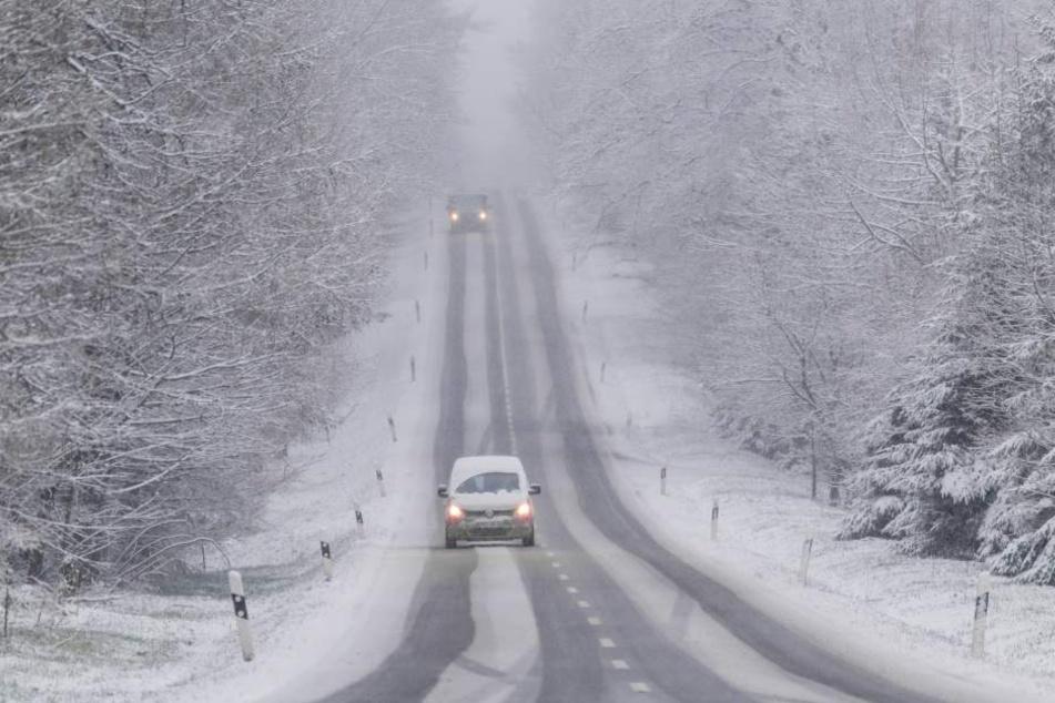 Für den Sonntag warnt der Wetterdienst vor Neuschnee und Glätte.