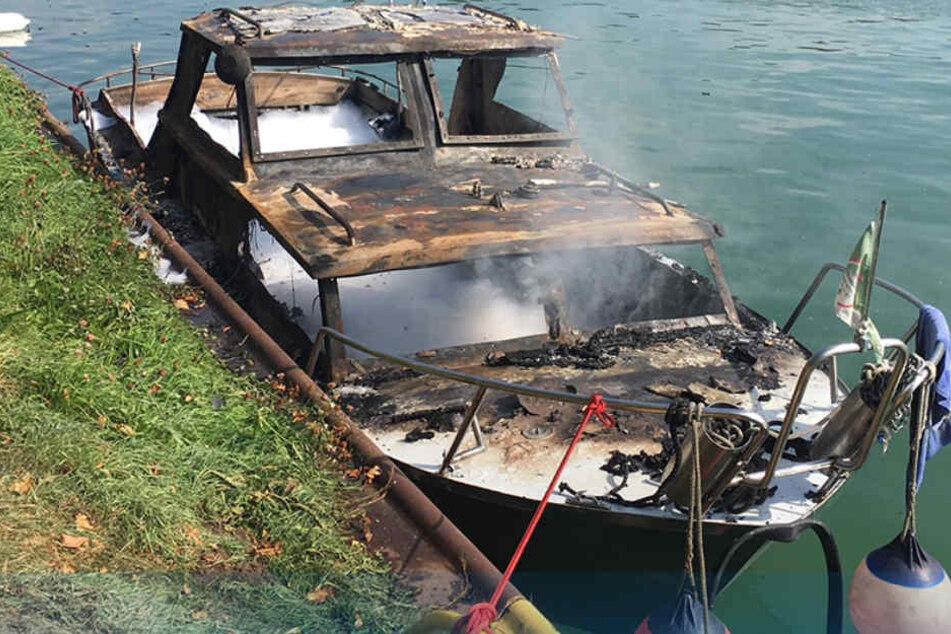 Die Explosion zerstörte das Sportboot komplett.