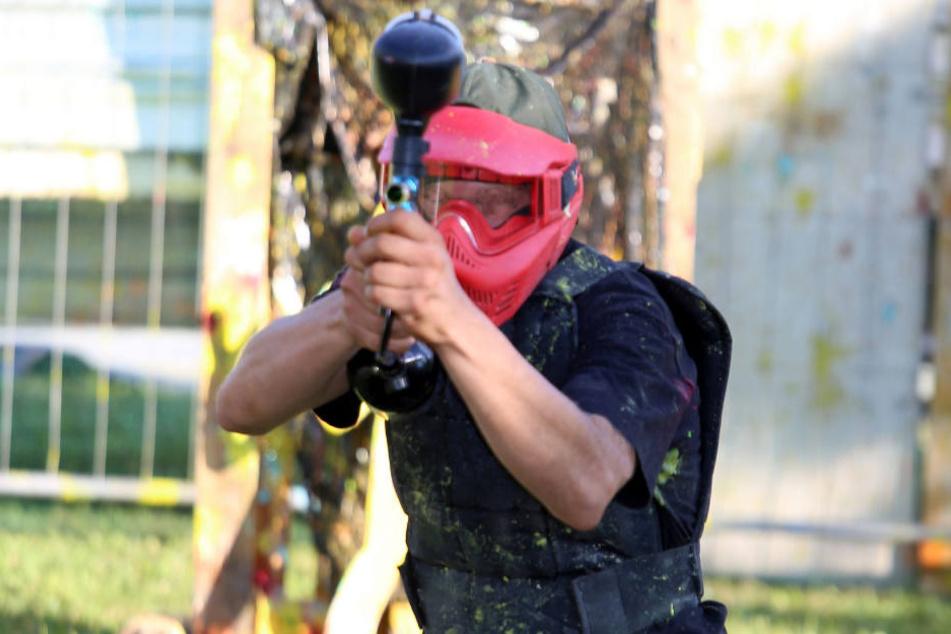 Airsoft-Waffen dürfen nur auf entsprechenden Softair-Geländen benutzt werden. Sie kommen auch bei Paintball-Spielen zum Einsatz. (Symbolbild)