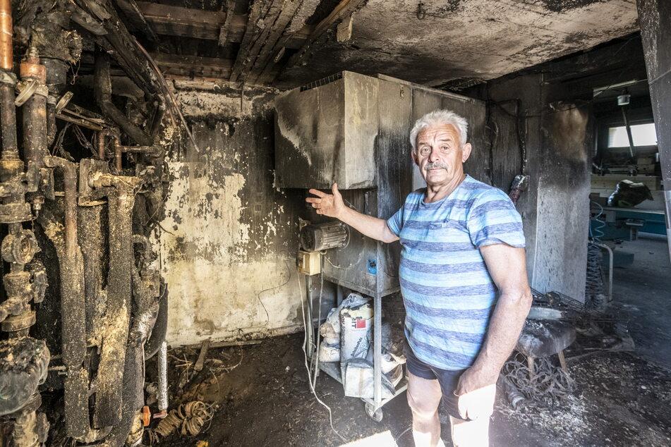 Solaranlage im Keller zerstört: Der altgediente Feuerwehrmann Klaus Wolf (69) rettete mit seinen Nachbarn und vielen Wassereimern sein eigenes Haus.