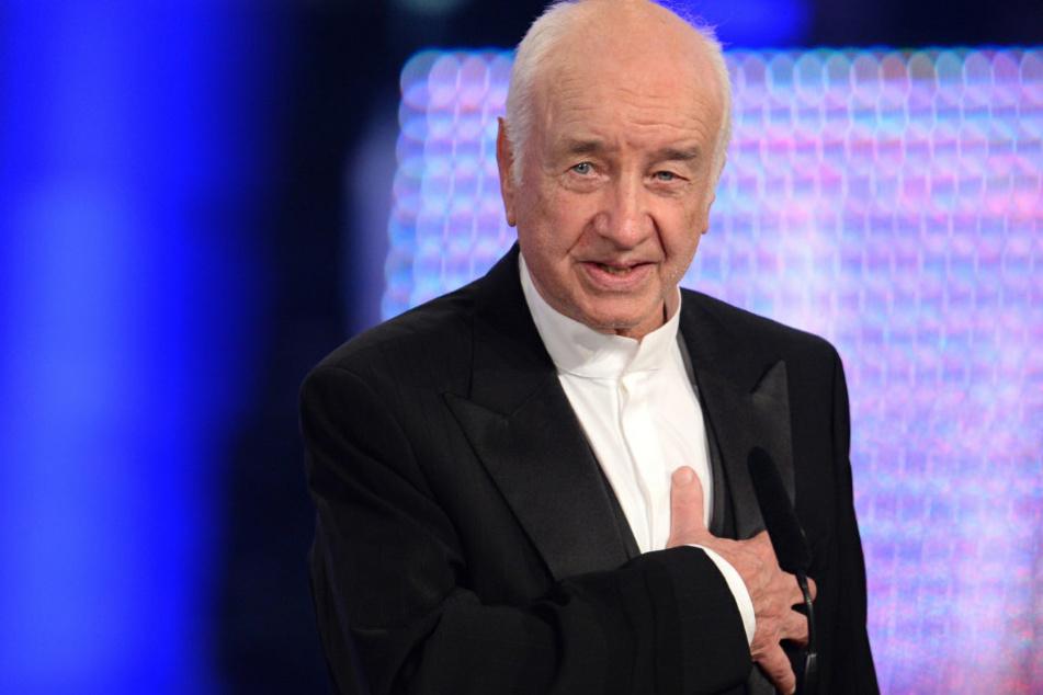 Der Schauspieler Armin Mueller-Stahl wird am Donnerstag 90 Jahre. Hier nimmt er bei der Verleihung des Bayerischen Filmpreises den Ehrenpreis des bayerischen Ministerpräsidenten entgegen. (Archivbild)