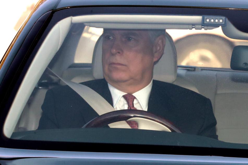 Prinz Andrew auf dem Weg zum Weihnachtsessen der Königin im Buckingham Palast. (Archivbild)